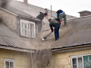 locals-clean-the-roof-of-their-house